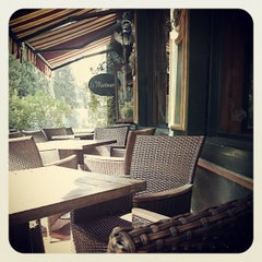 Photo taken at Le Montmartre by Hassen T. on 4/12/2014