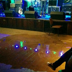 Photo taken at Duck Room at Blueberry Hill by Ian E. on 5/9/2015