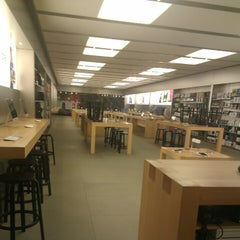 Photo taken at Apple Store, Partridge Creek by Nicole M. on 1/12/2013