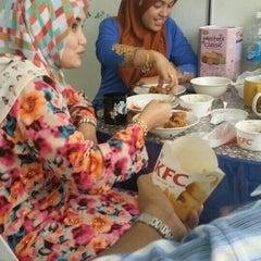 Photo taken at KFC by Puan C. on 9/30/2015