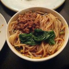 Photo taken at 眉州东坡酒楼 Meizhou Dongpo Restaurant by Osamu H. on 7/18/2013
