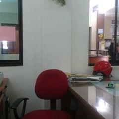 Photo taken at Divisional Secretariat, Sainthamaruthu by Sanoon M. on 10/16/2012