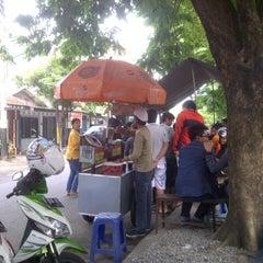 Photo taken at Jagung Bakar Serut Modern by Gilang C. on 12/26/2012