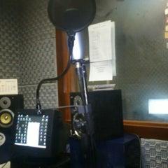 Photo taken at Rádio O POVO CBN Fortaleza FM 95.5 by Gustavo A. on 12/27/2012