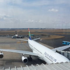 Photo taken at SAA Business Class Lounge - Domestic by Gurkan on 8/17/2014