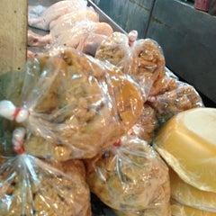 Photo taken at ตลาดบ้านแพ้ว by Chanida S. on 6/13/2013