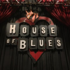 Photo taken at House of Blues Anaheim by Toño D. on 5/27/2013