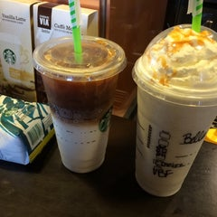 Photo taken at Starbucks by 👑 isaBELLLA on 8/21/2014