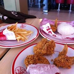 Photo taken at KFC by Putra K. on 5/3/2014