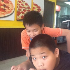 Photo taken at Domino's Pizza by ahgu L. on 3/15/2014