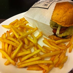 Photo taken at Eddie Fine Burgers by Rafaela P. on 6/8/2013