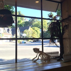 Photo taken at Beachwood Cafe by Erdem D. on 10/30/2015