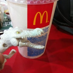 Photo taken at McDonald's by Gustavo C. on 9/15/2012