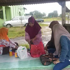 Photo taken at Pondok Pesantren Daar El Qolam by fikri f. on 1/17/2014