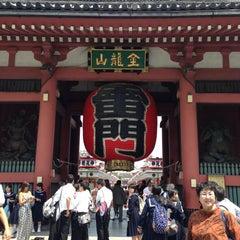 Photo taken at 浅草寺 雷門 (Kaminarimon Gate) by Kin C. on 5/14/2013