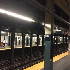 Photo taken at MTA Subway - 42nd Street Shuttle (S) by Marcelo M. on 6/12/2015