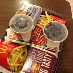 Photo taken at McDonald's by Priscila (. on 7/17/2013