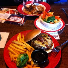 Photo taken at TGI Friday's by Victor H. on 9/30/2014