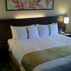 Photo taken at Holiday Inn Glenmarie by Harold D. on 2/25/2013