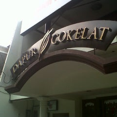 Photo taken at Dapur Cokelat by Muthia N. on 12/5/2013