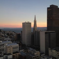 Photo taken at Grandviews Lounge At The Grand Hyatt by Ed L. on 11/23/2012