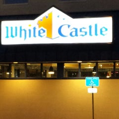 Photo taken at White Castle by MumbleBeeInc D. on 12/13/2014