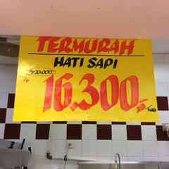 Photo taken at Hari Hari Pasar Swalayan by Ariesta K. on 4/2/2014