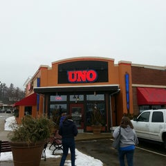 Photo taken at Uno Pizzeria & Grill - Tilton by Jack F. on 2/23/2013