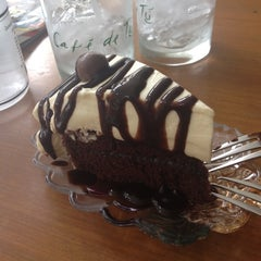 Photo taken at Cream by Café de Tu (ครีม บาย คาเฟ่ เดอ ตู) by Pang P. on 9/21/2012