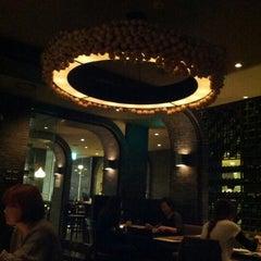 Photo taken at Mad for Garlic by Hongseok K. on 10/25/2012