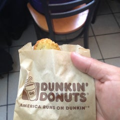 Photo taken at Dunkin' Donuts by Juan M. on 1/14/2013