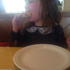 Photo taken at Pizza Hut by David T. on 4/29/2014