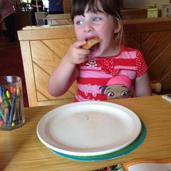 Photo taken at Pizza Hut by David T. on 9/1/2014