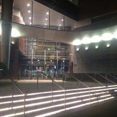 Das Foto wurde bei Baruch College - William and Anita Newman Vertical Campus von Naraa G. am 10/14/2012 aufgenommen