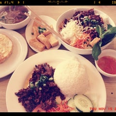 Photo taken at Oodles of Noodles Vietnamese Cuisine by Cherry S. on 11/15/2012