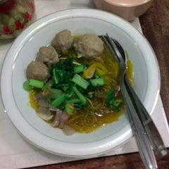 Photo taken at Mie Baso H. Oding / AGA by Sely C. on 8/12/2014