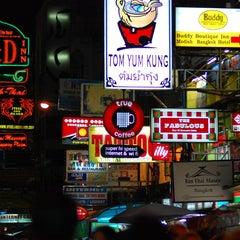Photo taken at ถนนข้าวสาร (Khao San Road) by SeHwan K. on 9/14/2013