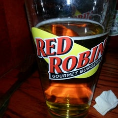 Photo taken at Red Robin Gourmet Burgers by Vanessa D. on 1/13/2013
