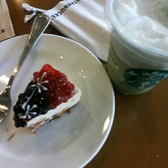 Photo taken at Starbucks by Juan M. on 8/11/2013