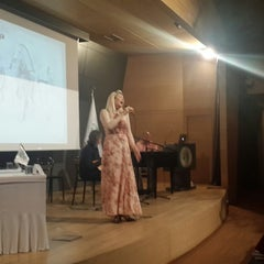 Photo taken at Üsküdar Üniversitesi Nermin Tarhan Konferans Salonu by Gaye K. on 5/15/2015