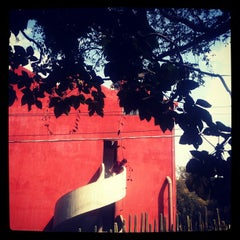 Photo taken at Museo Casa Estudio Diego Rivera y Frida Kahlo by Samantra A. on 10/8/2012