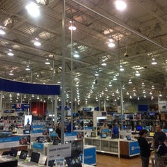 Photo taken at Best Buy by Diogo A. on 12/2/2013