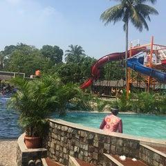 Photo taken at Taman Wisata Pulau Situ Gintung by Rais G. on 7/25/2015