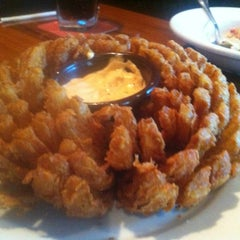 Photo taken at Outback Steakhouse | آوت باك ستيك هاوس by ANAS on 1/13/2013
