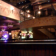 Photo taken at The Cheesecake Factory by Fatima Al Slail on 9/15/2012