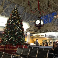 Photo taken at General Mitchell International Airport (MKE) by Darí B. on 12/28/2012