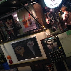 Photo taken at MOMI&TOY'S CREPERIE 城山トラストタワー店 by Hitomi Nikkie on 7/13/2014
