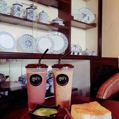Photo taken at กาแฟฮูย่า (Coffee HooYa) by Nareerat Y. on 10/25/2015