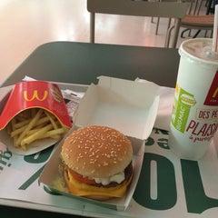 Photo taken at McDonald's by Eiichi K. on 9/8/2014