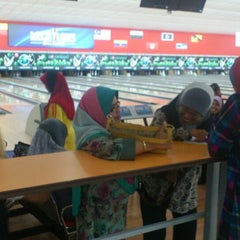 Photo taken at Mega Lanes by Sofun Azli A. on 5/16/2013
